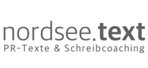 Logo von nordsee.text in grauer Schrift auf weißem Untergrund: nordsee.text, PR-Texte & Schreibcoaching